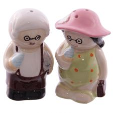 Old Fogey Beach Couple Salt & Pepper Set